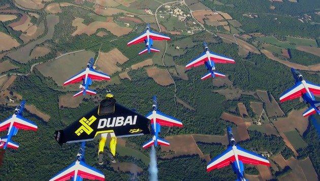 Hier fliegen Draufgänger neben Air-Force-Jets! (Bild: YouTube.com)