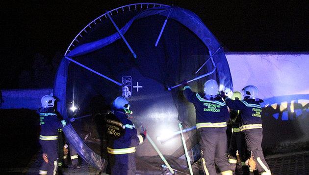 Böen bis zu 140 km/h - Feuerwehr im Dauereinsatz (Bild: FF Maria Enzersdorf/Herbert Wimmer)