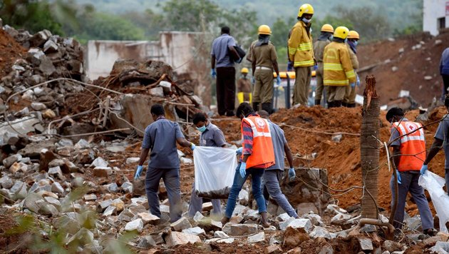 Indien: 19 Tote nach Explosion in Fabrik (Bild: APA/AFP/STRINGER)