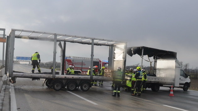 Böen bis zu 140 km/h - Feuerwehr im Dauereinsatz (Bild: APA/FF-WR-NEUDORF.AT/BIEGLER)
