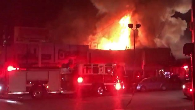 Feuer bei illegaler US-Party: Bereits 36 Tote (Bild: EPA)