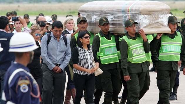 Kolumbianer erwiesen Absturzopfern die letzte Ehre (Bild: APA/AFP/STR)