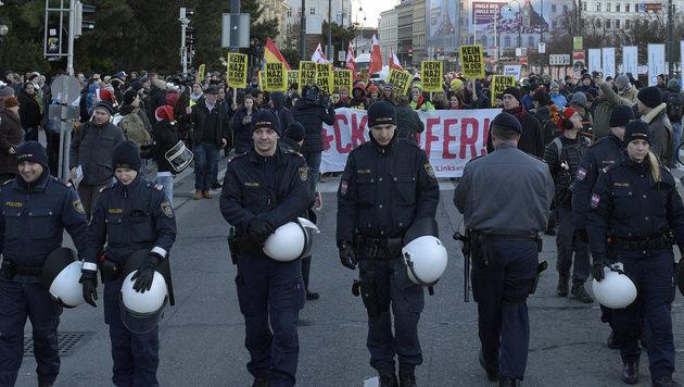Wien: Erneut droht Demo-Chaos am Adventsamstag (Bild: APA/HANS PUNZ)