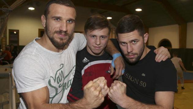 Amer Hrustanovic, Simon und Florian Marchl (v. li.) schworen sich auf den Heimfinalsieg ein. (Bild: Andreas Tröster)