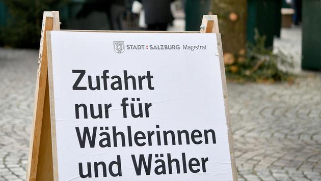 Hinweisschild in Salzburg (Bild: APA/BARBARA GINDL)