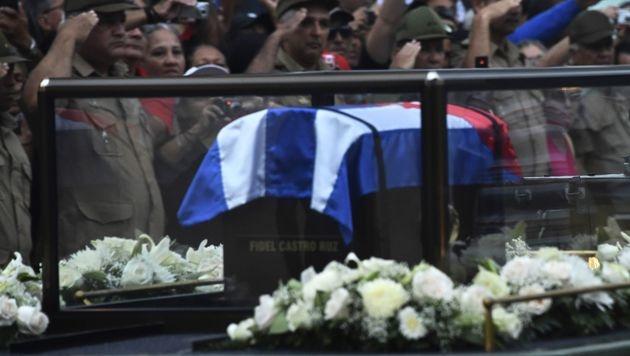 Fidel Castros Urne in Santiago de Cuba beigesetzt (Bild: APA/AFP/RODRIGO ARANGUA)