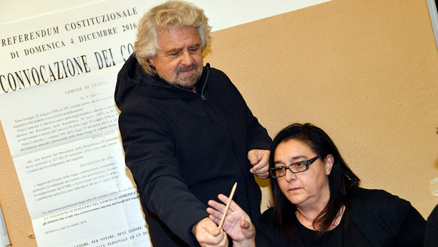 Beppe Grillo war mit dem Bleistift sichtlich nicht zufrieden. (Bild: ANSA)