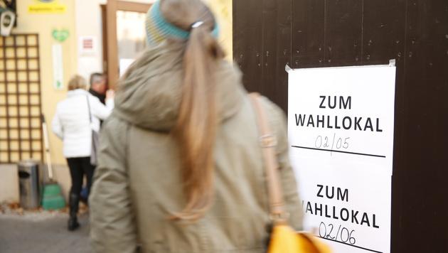 Der Andrang in Wiens Wahllokalen war am Sonntag groß. (Bild: APA/ERWIN SCHERIAU)