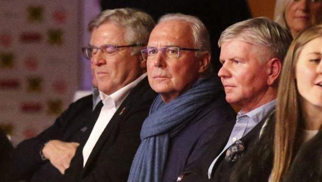 Franz Beckenbauer (Mitte) hatte sich auf ein Walser Ringer-Titelfest gefreut. (Bild: Andreas Tröster)
