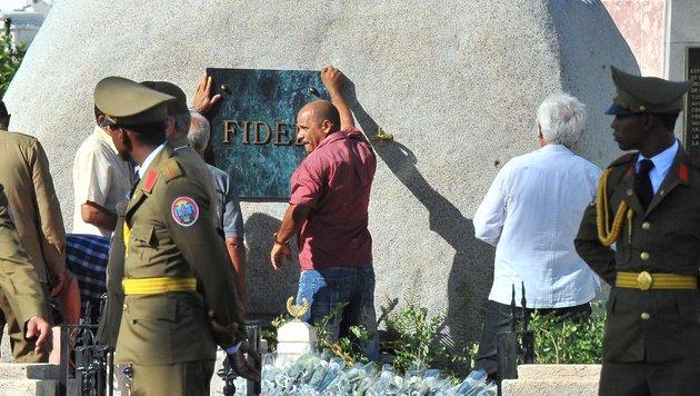 Fidel Castros Urne in Santiago de Cuba beigesetzt (Bild: AFP)