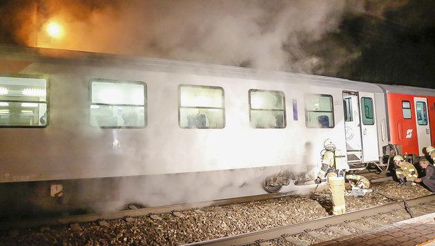 Zug fing Feuer: 100 Passagiere evakuiert (Bild: MARKUS TSCHEPP)
