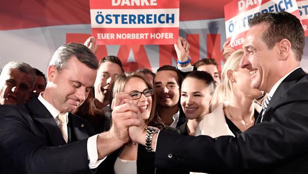 Norbert Hofer und Heinz Christian Strache am Wahlabend (Bild: APA/HANS KLAUS TECHT)
