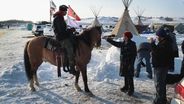 USA: Ureinwohner erkämpfen Pipeline-Baustopp (Bild: APA/AFP/GETTY IMAGES/SCOTT OLSON)