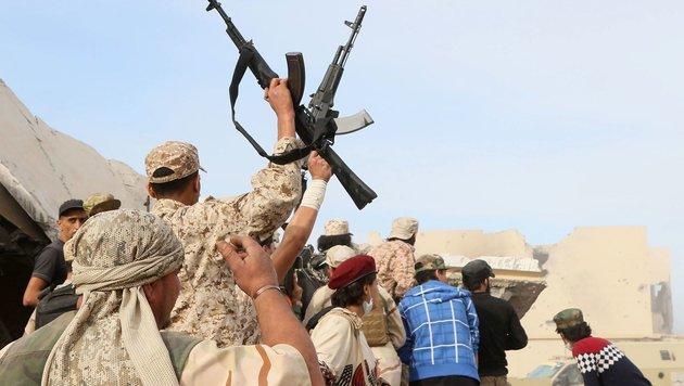 Gadafis Geburtsstadt Sirte vom IS befreit (Bild: AFP)