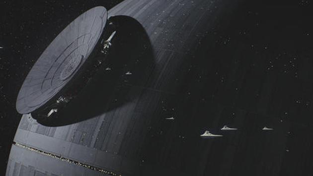 Selbst imperiale Sternenzerstörer wirken neben dem Todesstern winzig klein. (Bild: Lucasfilm)
