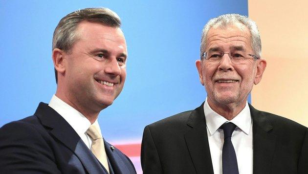 Österreicher am Wahlsonntag gebannt vor dem TV (Bild: APA/HELMUT FOHRINGER)
