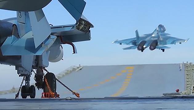 """Ein Kampfjet beim Start von der """"Admiral Kusnezow"""" (Bild: APA/AFP/Russian Defence Ministry/HO)"""
