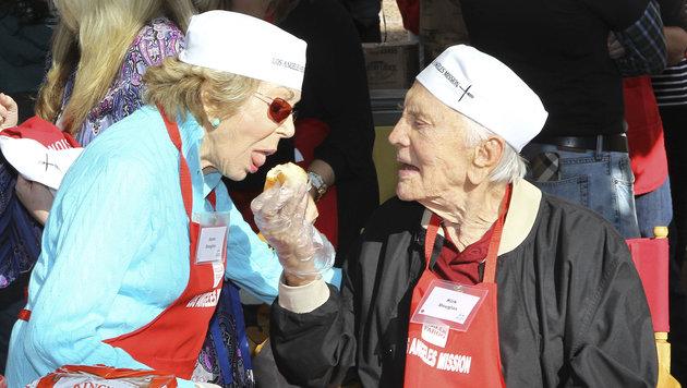 Vor fünf Jahren half er mit Ehefrau Anne zu Thanksgiving, Truthahn-Essen an Obdachlose zu verteilen. (Bild: Viennareport)