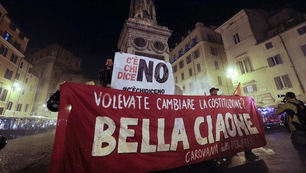 Mit überwältigender Mehrheit haben die Italiener die geplante Verfassungsänderung abgelehnt. (Bild: ASSOCIATED PRESS)
