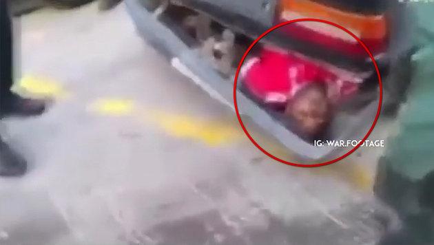 Flüchtling hinter Stoßstange von Pkw versteckt (Bild: Instagram.com)
