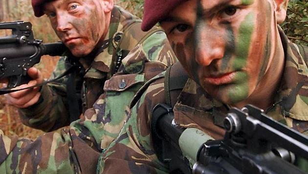 """Russische Tarnfarbe macht Soldaten """"unsichtbar"""" (Bild: AFP)"""