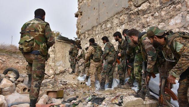 Der grausame Endkampf in den Straßen Aleppos (Bild: APA/AFP/GEORGE OURFALIAN)