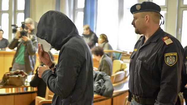 """Opfer: """"Dachte, ich muss hier und jetzt sterben!"""" (Bild: APA/HERBERT NEUBAUER)"""