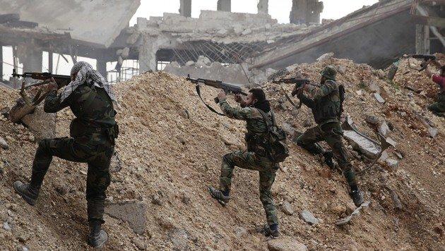 Der grausame Endkampf in den Straßen Aleppos (Bild: AP)