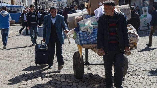 Amnesty: Halbe Million Kurden in Türkei vertrieben (Bild: APA/AFP/ILYAS AKENGIN)
