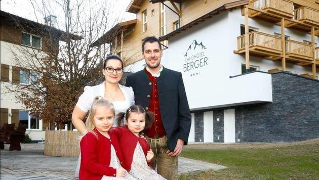 Elisabeth und Andreas Berger mit ihren Töchtern Anna (5) und Eva-Maria (2). (Bild: Gerhard Schiel)