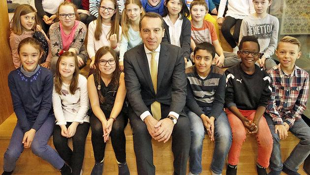 Bundeskanzler Christian Kern zu Besuch in einer Wiener Volksschule (Bild: Martin A. Jöchl)