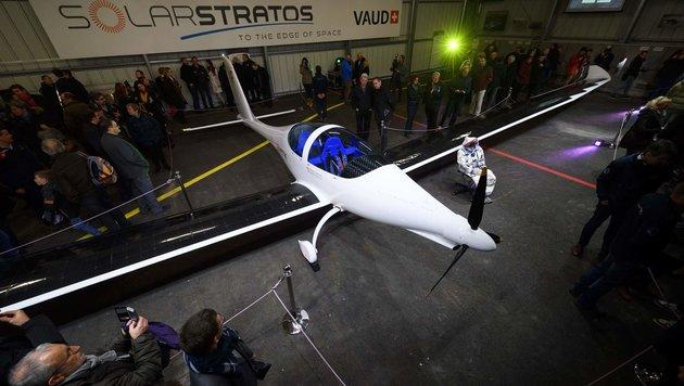 Schweizer will mit Solarflieger bis in 25 km Höhe (Bild: APA/AFP/Fabrice Coffrini)