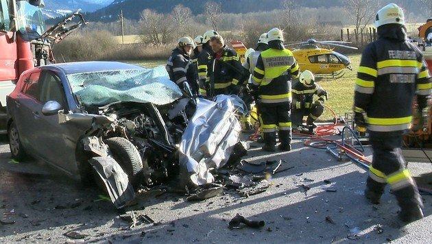 Die Unfallstelle auf der Ennstalbundesstraße (B320) (Bild: APA/BFV LIEZEN/SCHL†SSLMAYR)