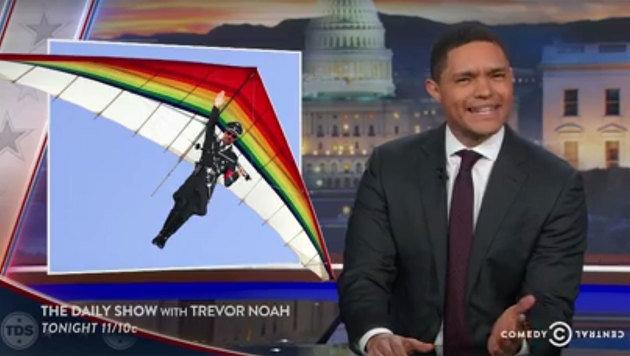 Norbert Hofer - für Moderator Trevor Noah ein paragleitender, waffentragender Nazi. (Bild: facebook.com/The Daily Show)