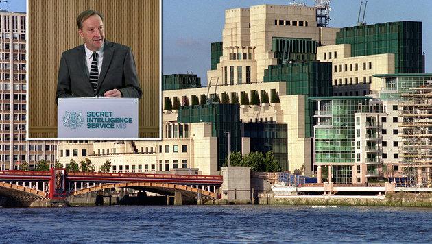 Der britische Geheimdienstchef Alex Younger hielt eine Rede im MI6-Hauptquartier in London. (Bild: Twitter.com, AP)