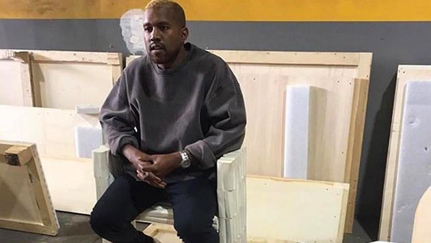 Das erste Foto von Kanye West nach seiner Zwangseinweisung zeigt den Rapper mit blondem Haar. (Bild: Instagram.com)