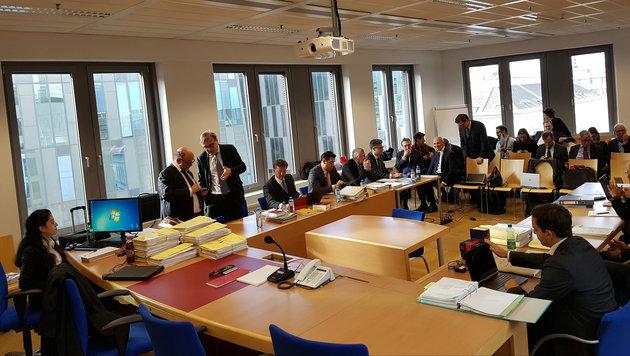 Freitagmittag, HG Wien, kurz vor  Start der Swap-Verhandlung (Bild: Werner Pöchinger)