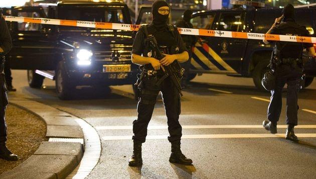 Rotterdam: Bewaffneter IS-Sympathisant gefasst (Bild: APA/AFP/ANP/MICHEL VAN BERGEN)