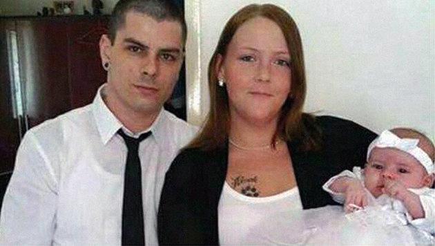 Raphael steht nun mit der kleinen Emilie alleine da, Jasmin (25) starb. (Bild: Repro Christian Schulter)