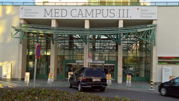 Das Opfer wurde im Linzer Med Campus III. notoperiert. (Bild: APA)