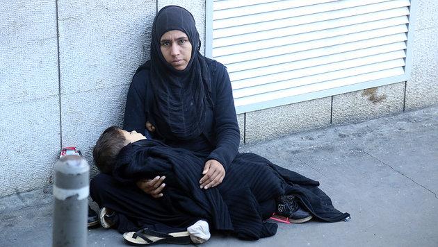 Vor allem alleinstehende Frauen mit ihren Kindern betteln in Beiruts Straßen. (Bild: Christoph Matzl)