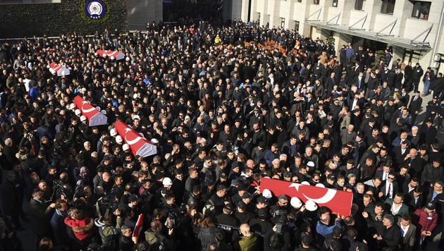 In der Türkei herrschte nach den Anschlägen von Istanbul Staatstrauer. (Bild: AP)