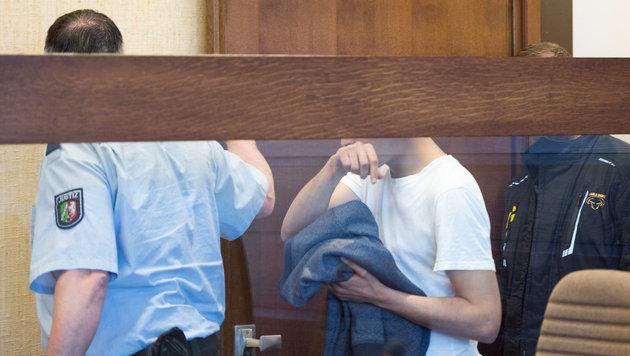Hassan T. bzw. Mustafa E. bei seinem Prozess im Juli (Bild: APA/dpa/Marius Becker)