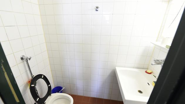 In diesem Badezimmer wurde Aliyev tot aufgefunden. (Bild: APA/HELMUT FOHRINGER)
