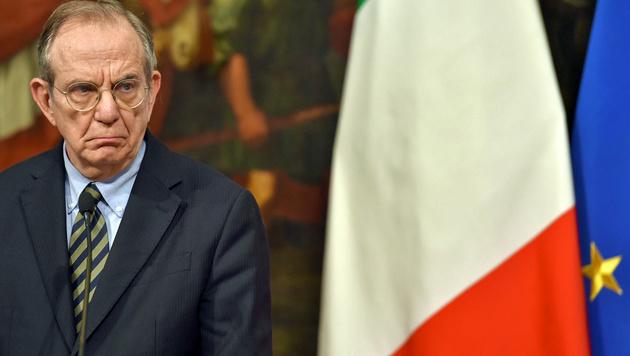 Wirtschaftsminister Padoan, Gentilonis wichtigster Mann (Bild: APA/AFP/ANDREAS SOLARO)