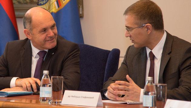 Innenministertreffen: Wolfgang Sobotka und sein serbischer Amtskollege Nebojsa Stefanovic (Bild: LPD OÖ/Michael Dietrich)