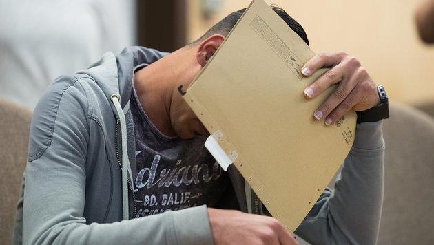 Der mitangeklagte 21-jährige Iraker (Bild: APA/dpa/Marius Becker)