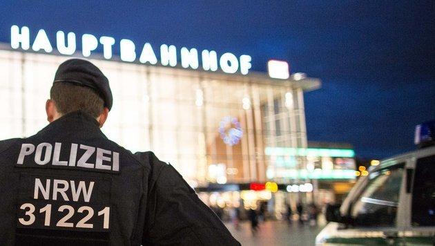 Köln: Flüchtlinge als Wachmänner eingesetzt? (Bild: APA/dpa/Maja Hitij)