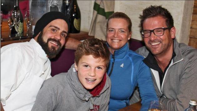 Sabine, Raimund und Florian Döllerer mit Lukas Ziesel. (Bild: Lisa Alm/Uwe Brandl)