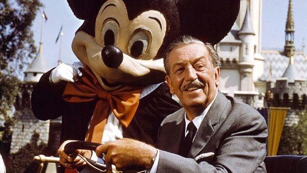 Walt Disney mit Micky Maus im Disneyland (Bild: dpa/Bert Reisfeld)